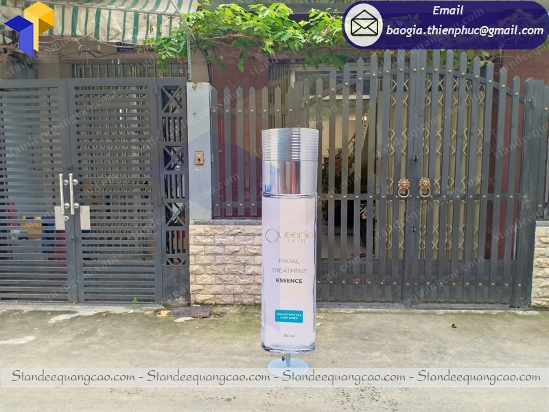 In poster standee mockup sản phẩm tại hcm