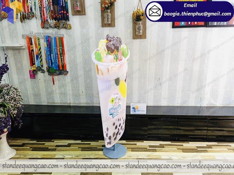 thiết kế standee mô hình ly trà sữa